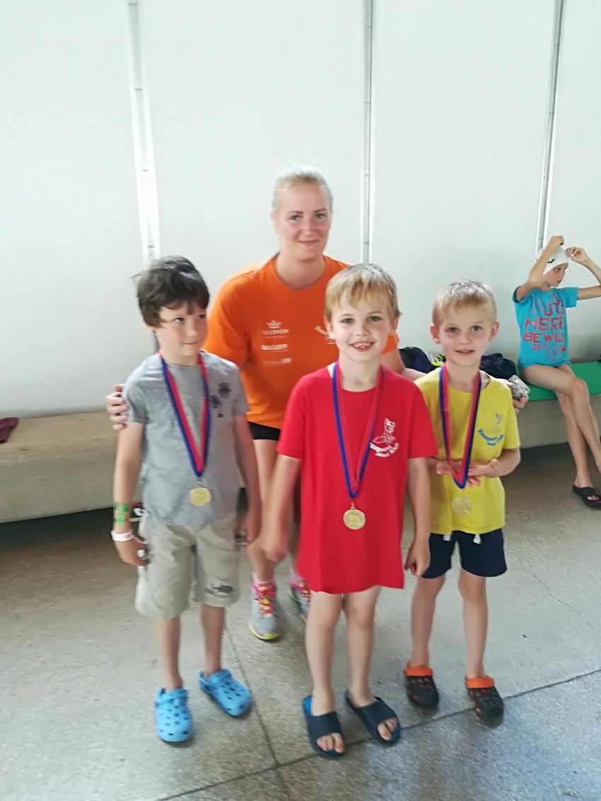 Úszósuli Körverseny, Szombathely, 2018.06.02 - A legfiatalabb versenyzőink, edzőjükkel
